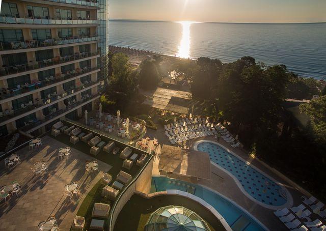 Marina Grand Beach - Outside view